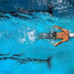 """Cs Barbastro reclama que se licite el contrato de la piscina climatizada """"para que los usuarios disfruten de un servicio de calidad"""""""