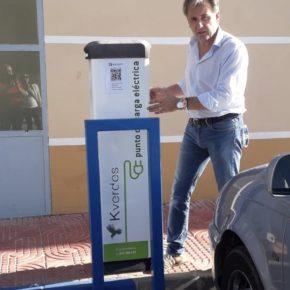 El Ayuntamiento de Utrillas instala un poste de recarga para vehículos eléctricos