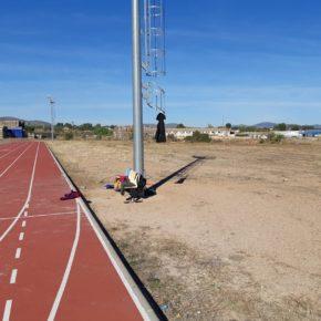 Cs pide mejorar la pista de atletismo de La Almunia con un espacio para guardar material y vestuario