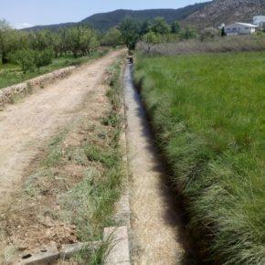 El Ayuntamiento de Jaraba acomete la pavimentación de la calle de En Medio y limpia la acequia para facilitar la llegada de agua a los regantes