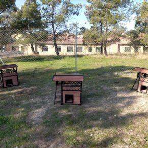 Cs La Puebla de Alfindén promueve el desarrollo del proyecto CES con la instalación de dos zonas cercadas para gatos