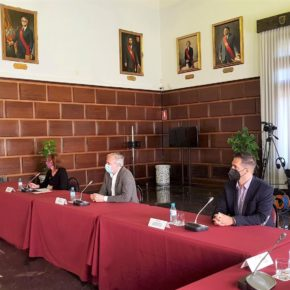 El concejal de Empresas y Autónomos participa en un encuentro con empresarios y científicos aragoneses sobre medidas para garantizar la calidad del aire en los establecimientos hosteleros